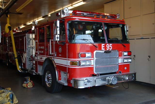 Fire Engines Photos - LAFD Station 95 Pierce