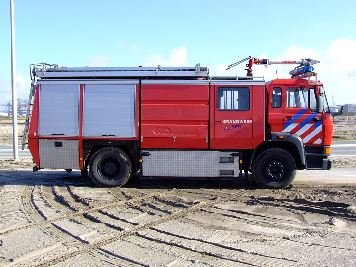 DAF 2500 engine seen at Europoort