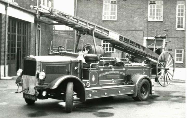 Berkshire & Reading Fire Brigade AMO 654