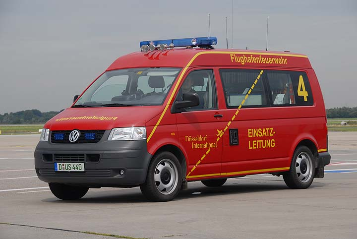 fire engines photos flughafenfeuerwehr d sseldorf fox 4 vw elw. Black Bedroom Furniture Sets. Home Design Ideas