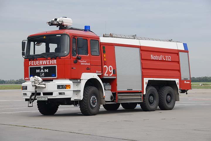 Flughafenfeuerwehr Düsseldorf Fox 29 MAN FLF9800