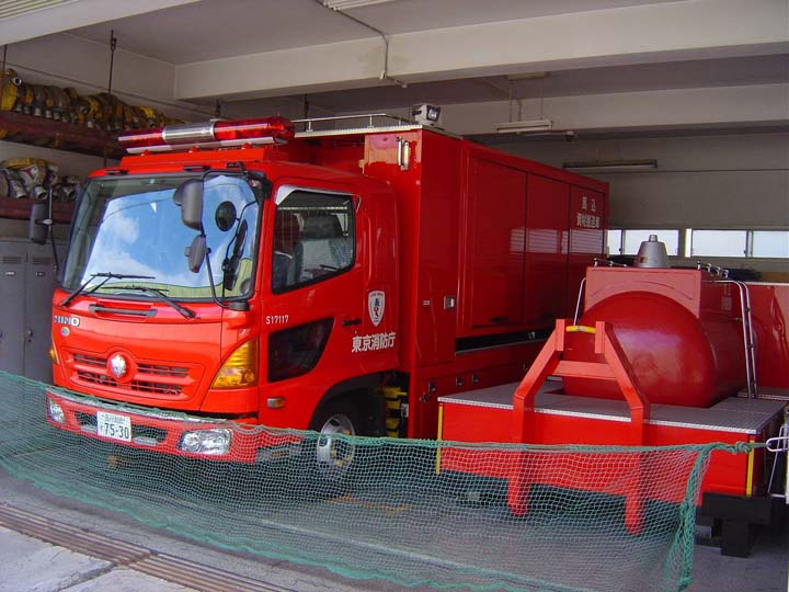 Tokyo Fire department Hino Prime mover and pod