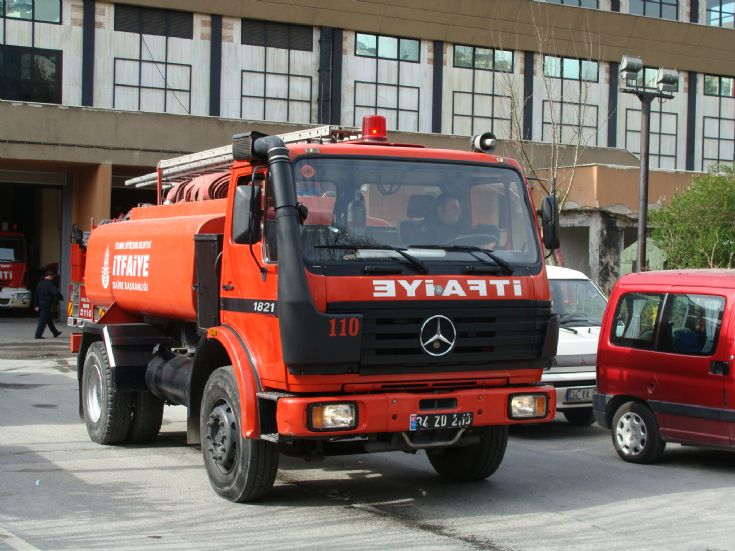 Istanbul Fire service Mercedes Watercarrier
