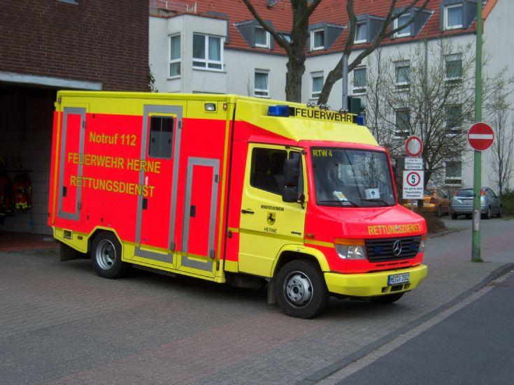 Berufsfeuerwehr Herne Mercedes RTW