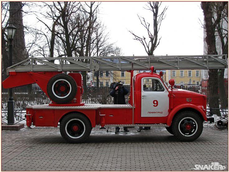 ALG-17 GAZ-51 Turntable ladder