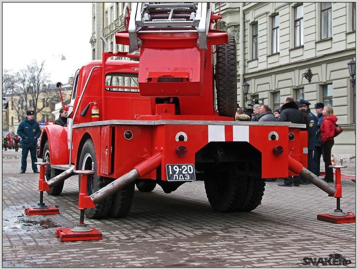 ALG-17 GAZ-51 Turntable ladder back
