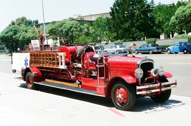 1932 Seagrave City Service ladder truck