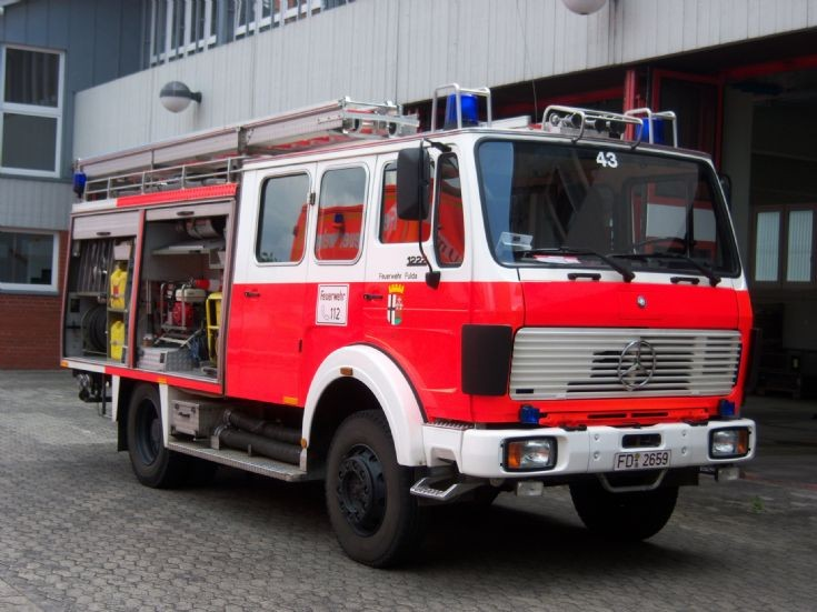 fire engines photos germany fulda hessen lf16 mercedes. Black Bedroom Furniture Sets. Home Design Ideas