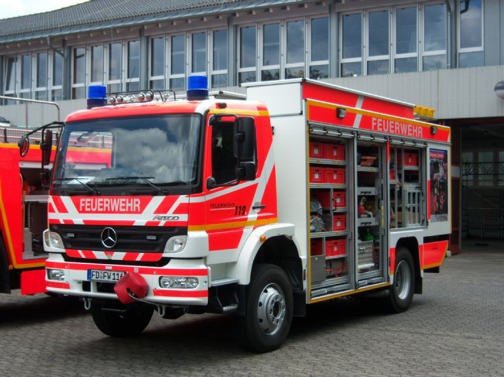 fire engines photos germany fulda hessen rw2 mercedes. Black Bedroom Furniture Sets. Home Design Ideas
