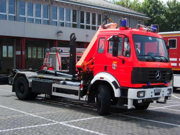 fire engines photos germany fulda hessen wlf 1 mercedes. Black Bedroom Furniture Sets. Home Design Ideas