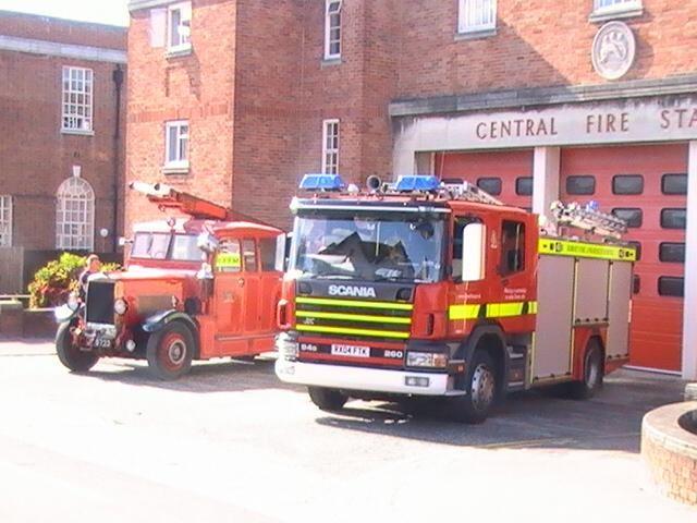 B18 Poole - Dorset  Fire & Rescue Service  2007