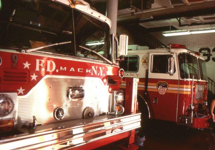 NYFD - 1999 Engine 35 Ladder 9