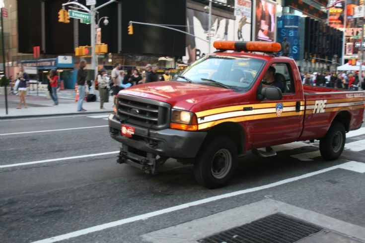 Fire Engines Photos - FDNY FLEET SERVICE VEHICLE