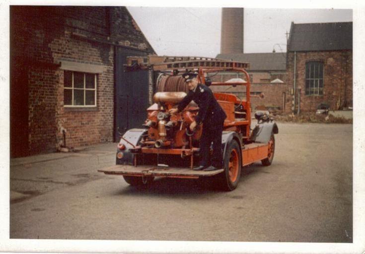 Morris Commercial pump CDM 185 back