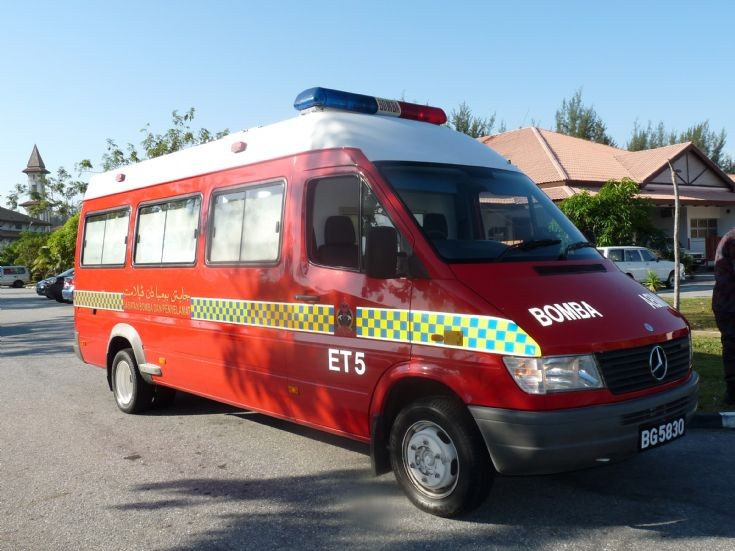 Fire engines photos mercedes emergency tender no 5 for Mercedes benz emergency number