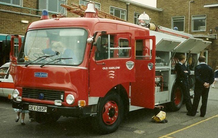 Bedford TK/HCB-A WrT Essex OEV 685P.