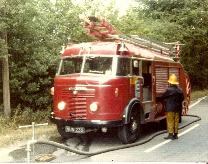 Commer/Miles WrE Clwyd NUN 235