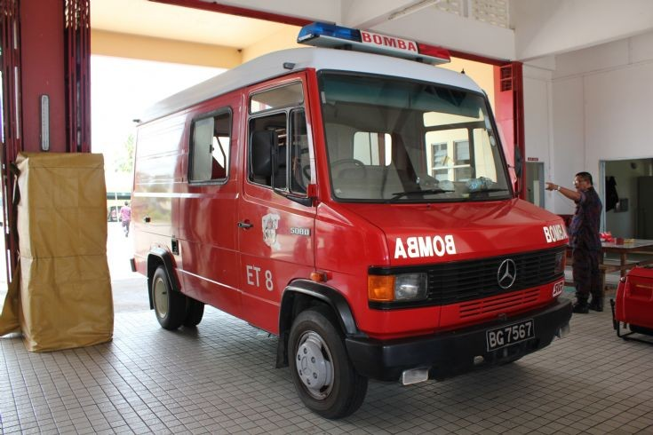Fire engines photos mercedes 508d emergency tender no 8 for Mercedes benz emergency number