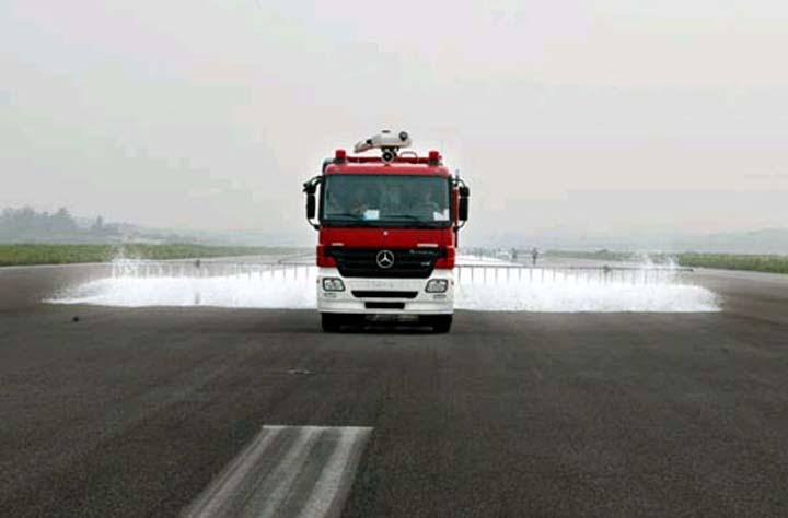 Merc. Actros/Rosenbauer FoT Baiyun Airport China