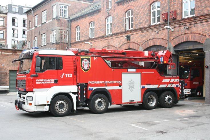 Man large crane Copenhagen FD