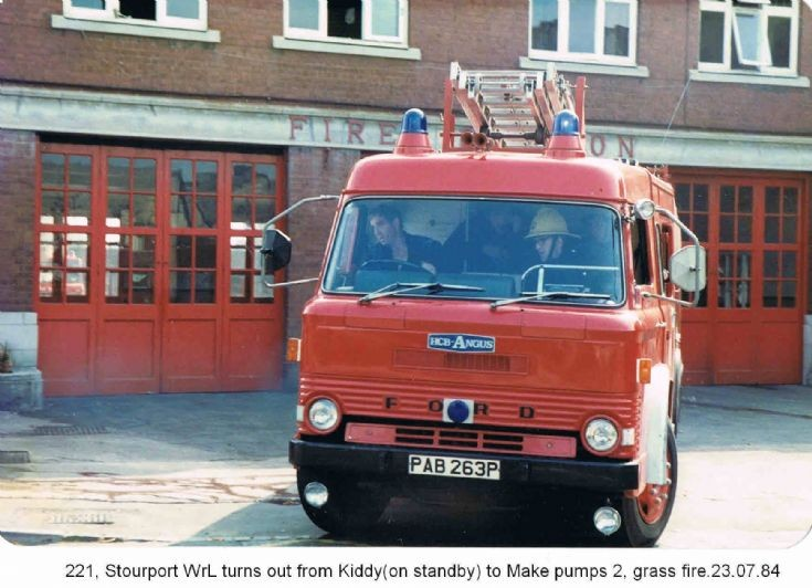Stourport-on-Severns, Ford / HCB Angus. PAB263P
