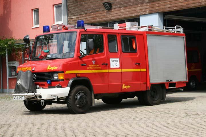 fire engines photos aschaffenburg mercedes fire station. Black Bedroom Furniture Sets. Home Design Ideas