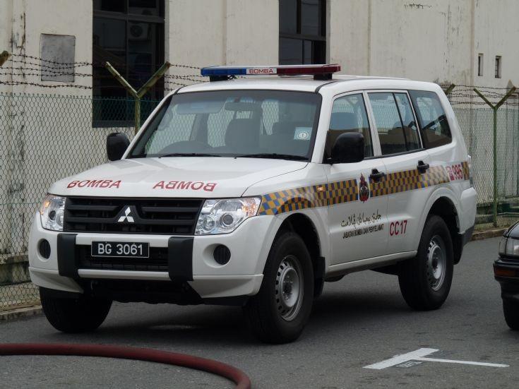 Mitsubishi Pajero Command Car 17