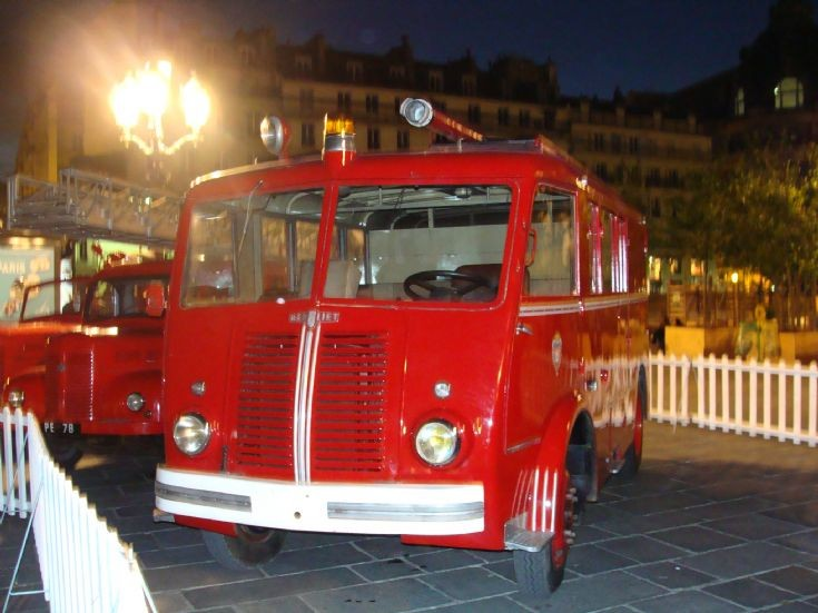 Berliet Pompiers de Paris oldies parade
