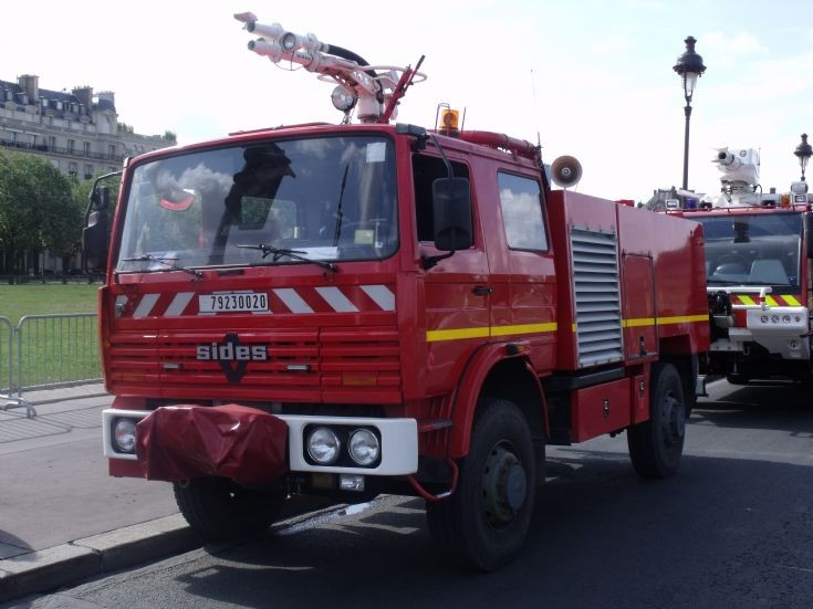 Renault & Sides fire truck in Paris.