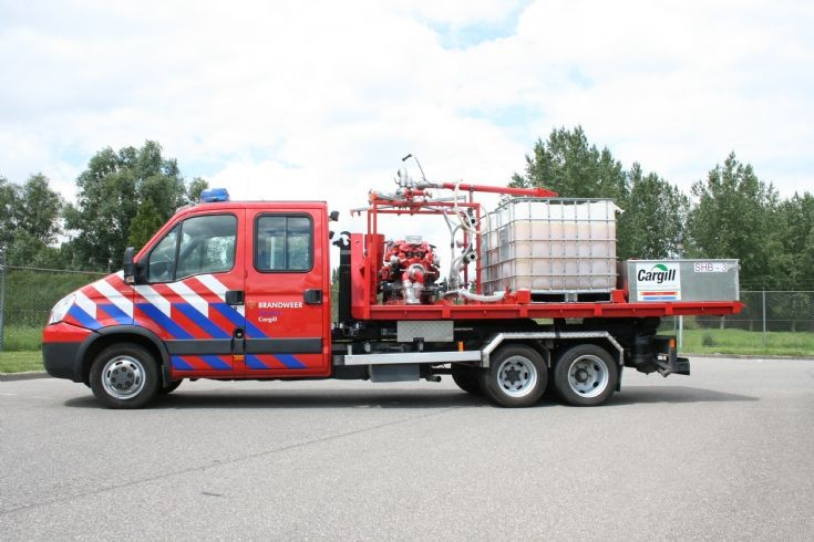 Bedrijfsbrandweer Iveco Prime mover side