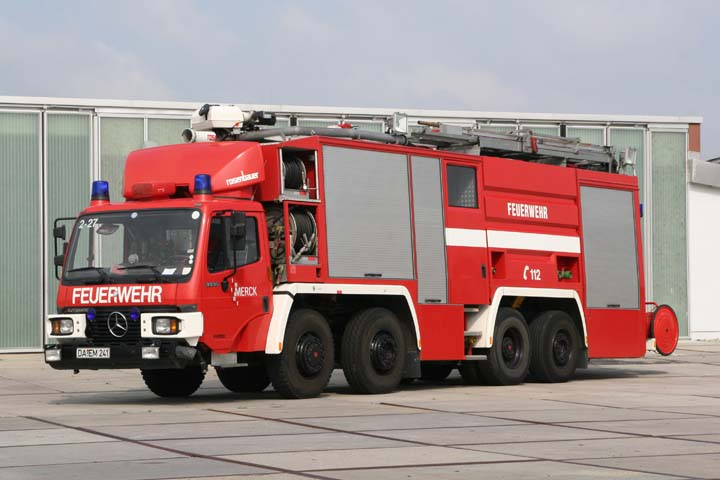 fire engines photos merck darmstadt mercedes rosenbauer. Black Bedroom Furniture Sets. Home Design Ideas