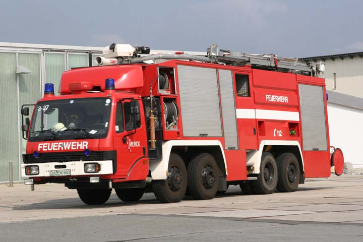 fire engines photos merck werkfeuerwehr mercedes rosenbauer. Black Bedroom Furniture Sets. Home Design Ideas