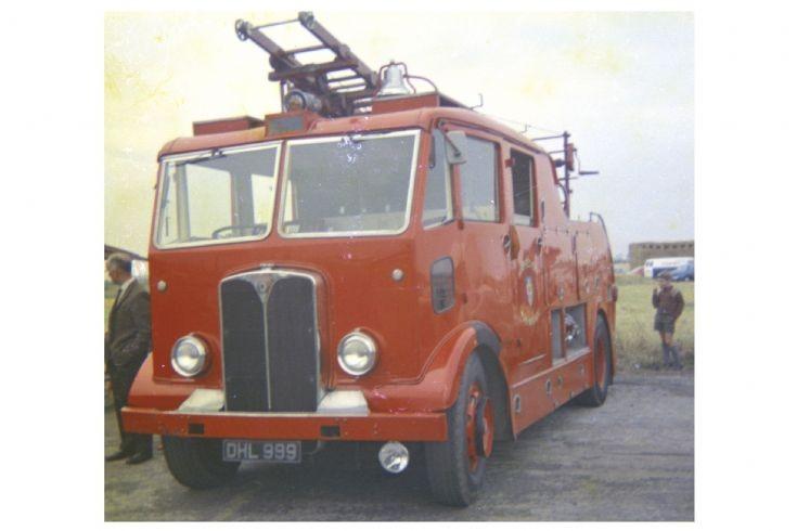 AEC Regent DHL999.