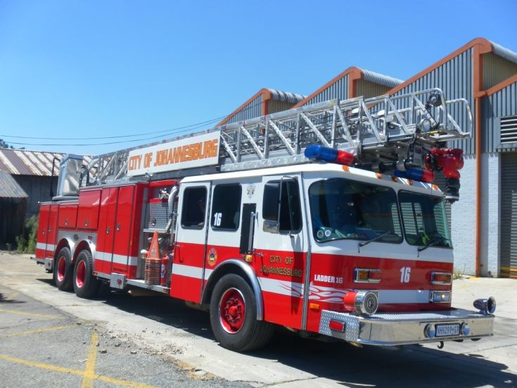 Fire Engines Photos Ladder 16 City Of Johannesburg E One