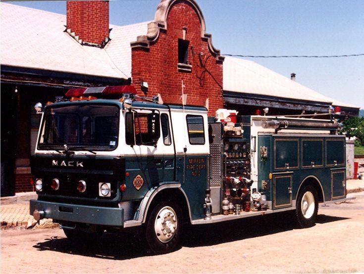 1983 Mack Juniata County metallic blue/white