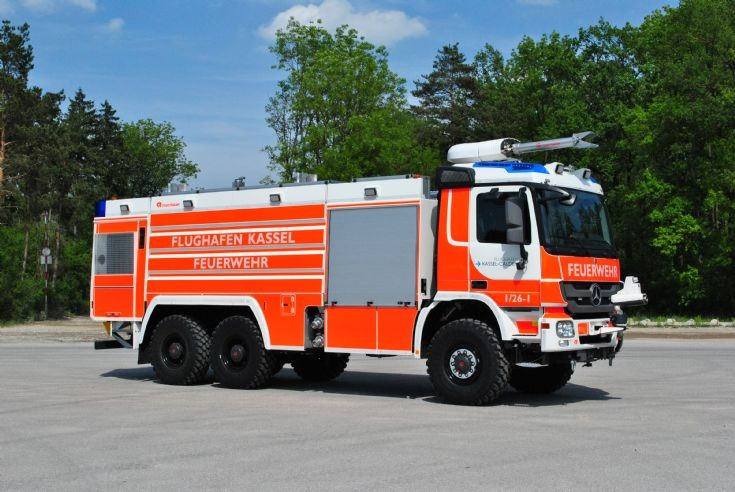 fire engines photos rosenbauer flf 9700 250 kassel airport. Black Bedroom Furniture Sets. Home Design Ideas