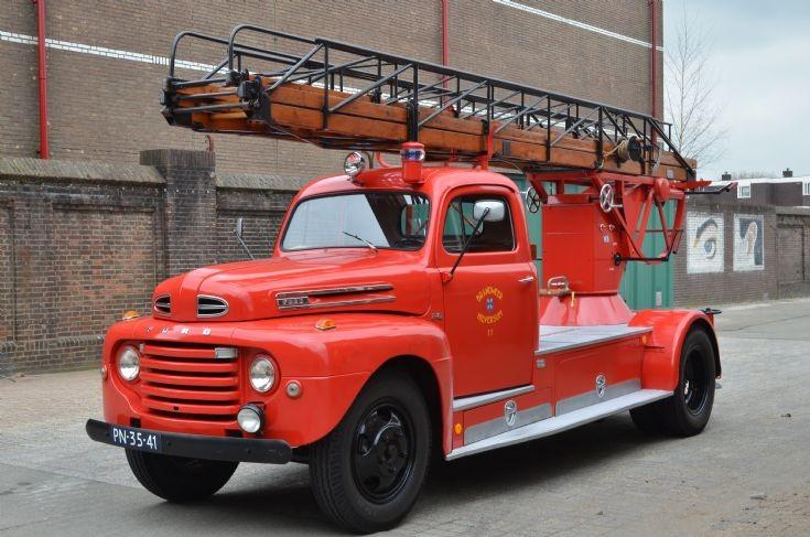 Ford F6 1948 Geesink laddertruck