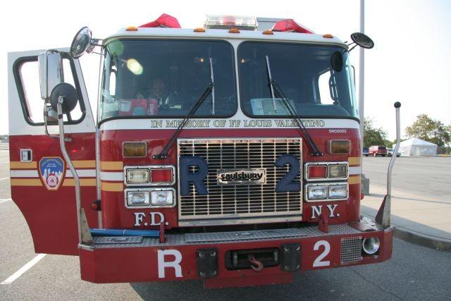 FDNY R2 2002 Seagrave Saulsbury Rescue