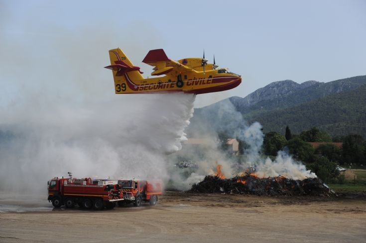 France: Canadair 416 on a rescue mission
