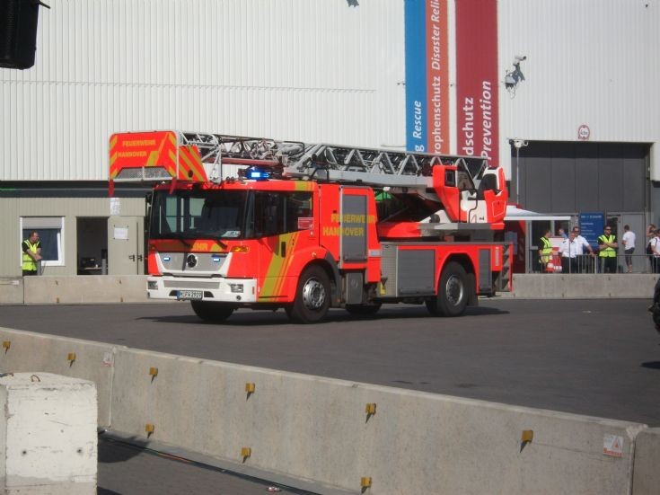 Fire Engines Photos - Hannover DLA (K) H FW 2919