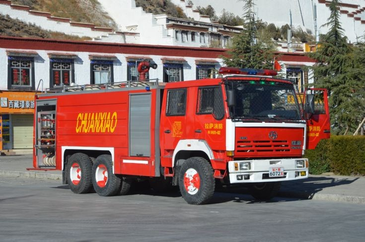 China Tibet Lhasa Hong Yan 6 wheel fire appliance