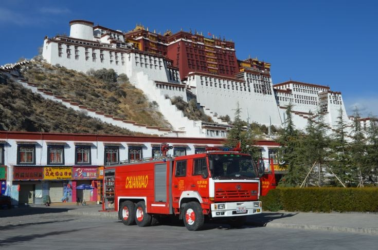 China Tibet Lhasa Hong Yan 6 wheel fire appliance