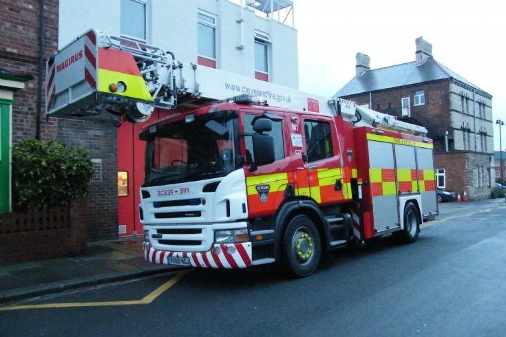 Scania Fire Engines Mercedes Benz Unimog U 5000 Die