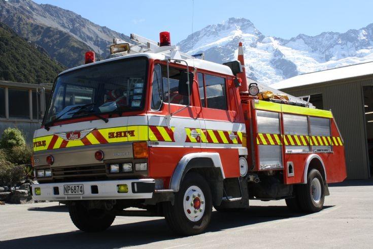 New Zealand Hino NP 6874