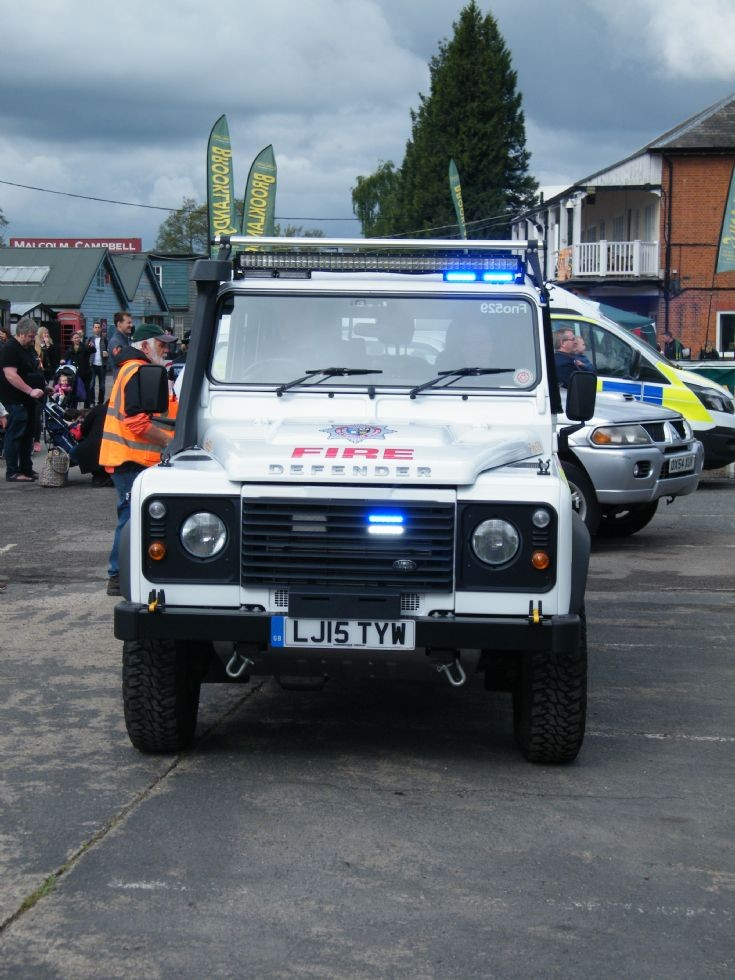 LJ15 TYW Surrey FRS Land Rover