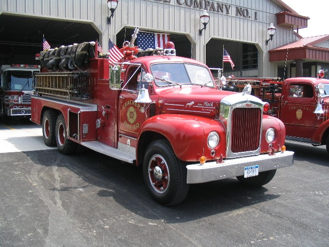 1960 Mack B85FSW, right front