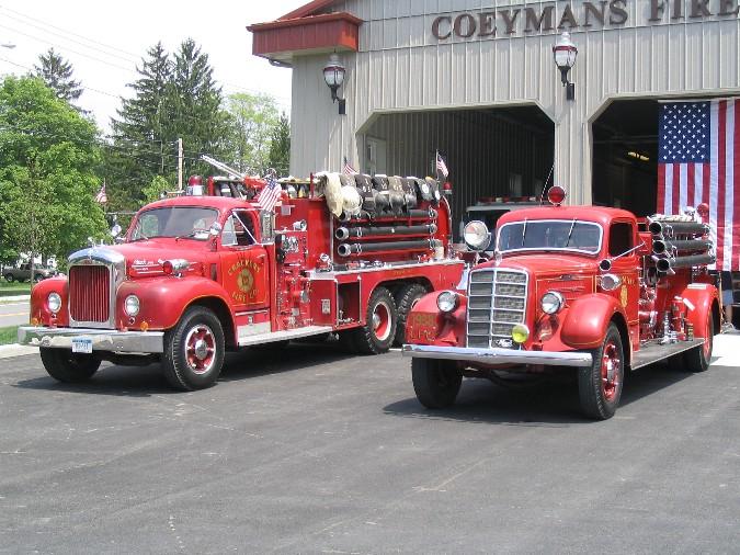 1960 Mack B85FSW and 1938 Mack