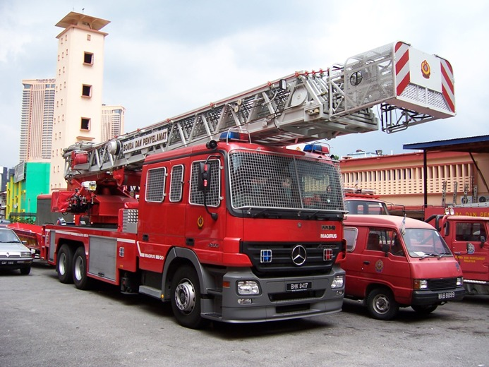 Malaysia Mercedes Benz Turntable ladder