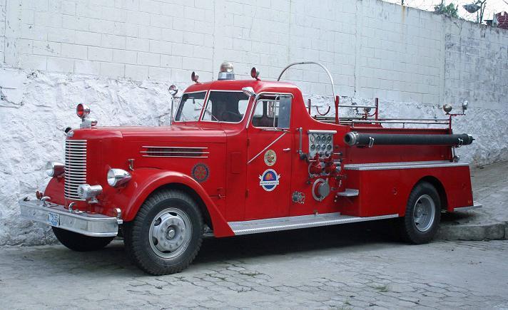 El Salvador Fire Service - Pirsch pumper