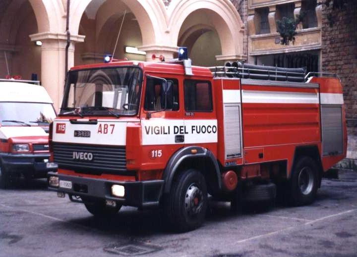 Vigili del Fuoco Italy Iveco pumper